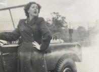 Karyawan Land Rover Bersatu Kembali dengan Mobil yang Pernah Dibuatnya 70 Tahun Lalu