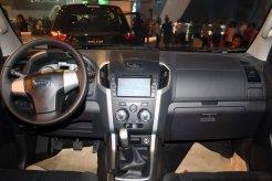 Spesifikasi Isuzu MUX, SUV Tangguh Bermesin Diesel