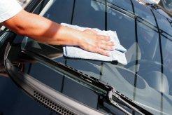 Bersih-Bersih Kaca Mobil Menyenangkan, Lakukan Sambil Nunggu Buka Puasa