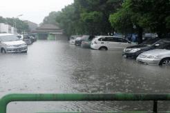 Beberapa Tips Memilih Lokasi Parkir Yang Aman Di Musim Hujan