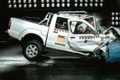 Nissan NP300 Hardbody Dapatkan Bintang Nol Pada Uji Keselamatan NCAP