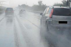 Jangan Takut Saat Mobil Terkena Air Hujan, Begini Cara Mudah Mencucinya!