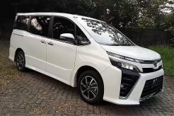 Review Toyota Voxy 2018