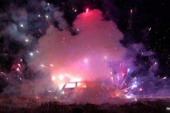Ledakan Kembang Api dan Mobil Menyambut Tahun Baru 2019