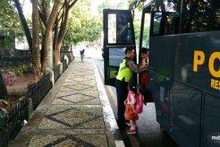 Tekan Kecelakaan, Polres Tanah Datar Manfaatkan Kendaraan Operasional Sebagai Bus Sekolah