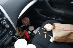 Dampak Buruk Sisa Makanan Yang Tidak Dibersihkan Pada Komponen Mobil