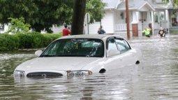 Mobil Listrik Aman Menerjang Banjir?