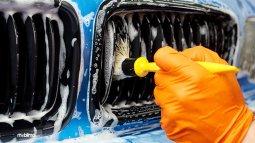 Mencuci Mobil, Jangan Lupa Membersihkan Gril Depan