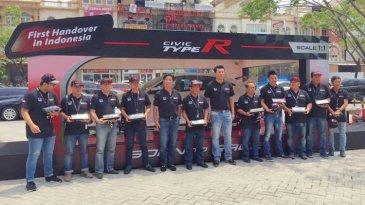 10 Unit Honda Civic Type R Diserahkan Ke 10 Pembeli Pertama