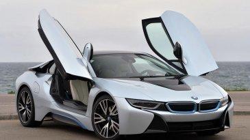 BMW i8 - Samakah Dengan Mobil Biasa?