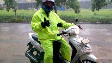 Demi Keselamatan Sebaiknya Pemotor Tidak Lagi Pakai Jas Hujan Ponco