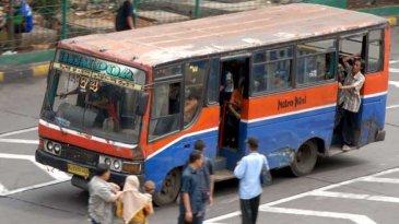 Aturan Sebenarnya, Angkutan Umum Wajib Menutup Pintu Saat Berjalan