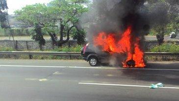 Wajib Tahu, Inilah Faktor Penyebab Mobil Terbakar Saat Dalam Perjalanan