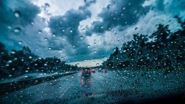 Cara Mengemudi dalam Kondisi Cuaca Hujan