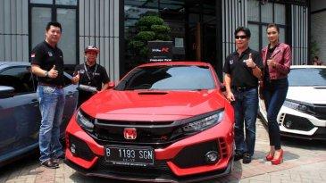 Inden Lama, Pembeli Honda Civic Type R Sabar Menanti Pengiriman