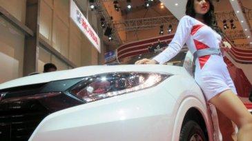 Pose Seksi SPG Honda HR-V di GIIAS 2015