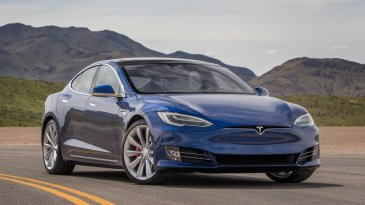Perbandingan Tesla Model S dan Tesla Model 3