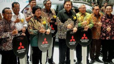 10 Unit Kendaraan Listrik Resmi Diserahkan Mitsubishi Ke Pemerintah