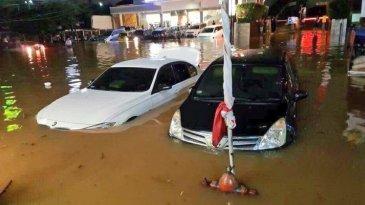 Meski Murah, Jangan Beli Mobil Bekas Terendam Banjir