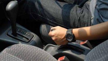 Awas, Jangan Pakai Tuas P Saat Mobil Masih Jalan