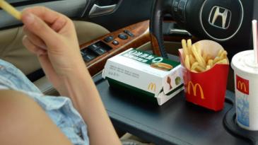 Beberapa Tips Berbuka Puasa Saat Perjalanan Dengan Mobil