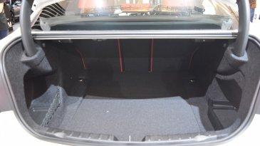 Ada Ruang di Sisi Kiri dan Kanan Dalam Bagasi BMW Series 3, Ternyata ini Fungsinya
