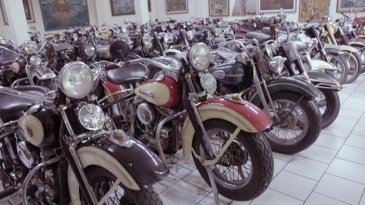 Museum Merpati Milik David Handoko, Koleksi Mobil Klasik dan Surga Motor