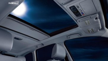 Sun Roof, Moon Roof, Dan Panoramic Roof, Ini Bedanya!