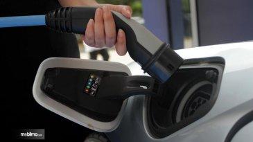 Tinggal Dirapatkan Sekali Lagi, Mobil Listrik Bakal Lebih Murah Mobil Biasa