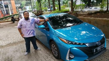 Review dan Test Drive Toyota All New Prius PHV 2019