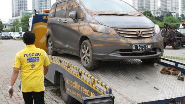 Tetap Aman di Jalan, Berikut Tips Mengemudi di Musim Hujan Ala Adira Insurance