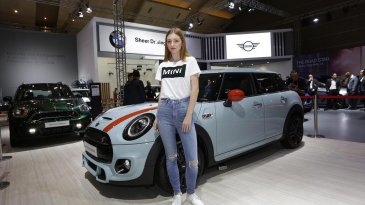New MINI Ice Blue Edition Jadi Model Spesial di Indonesia International Motor Show 2019