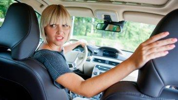 Memundurkan Mobil, Perhatikan 5 Hal Ini!