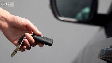Ciri Dan Tips Mengganti Baterai Remote Keyless Entry Yang Mulai Melemah