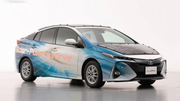 Tingkatkan Daya Jelajah, TMC Uji Coba Panel Surya Pada Toyota Prius