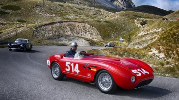 Cavalcade Classiche Jadi Cara Ferrari Klasik Jalan-Jalan Di Italia,