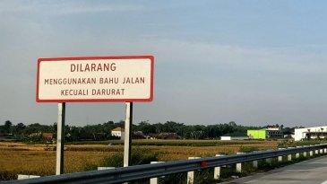 Belajar Dari Dua Kecelakaan Berturut-turut di Jalan Tol, Jangan Menyalip Melalui Bahu Jalan