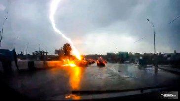 Musim Hujan, Hati-hati Mobil Tersambar Petir