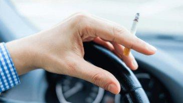 Beberapa Alasan Dilarang Merokok Saat Mengemudi Mobil