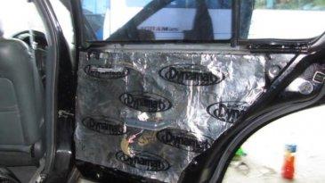 Kabin Mobil Semakin Nyaman, Berikut Tips Saat Memasang Peredam Mobil