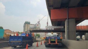 Jasa Marga Bongkar JPO KM 10+550 Ruas Jakarta-Cikampek