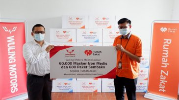 Bersama Rumah Zakat, Wuling Sumbang 60 Ribu Masker dan Paket Sembako