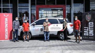 Wuling dan Bali United Sumbang 36.000 Masker ke 5 Desa di Bali