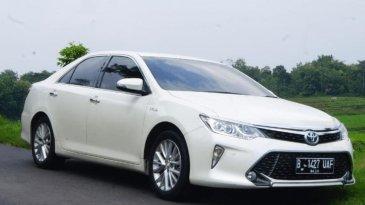 Review Toyota Camry 2.5 Hybrid 2015: Mobil Sedan Mewah Dengan Fitur Mumpuni