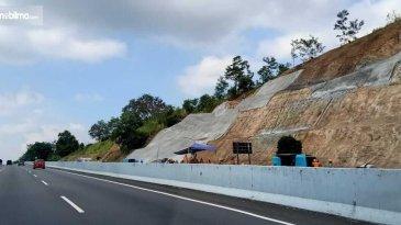 Menarik, Bekas Longsor Di Jalan Tol Ungaran-Semarang Dilakukan Renovasi