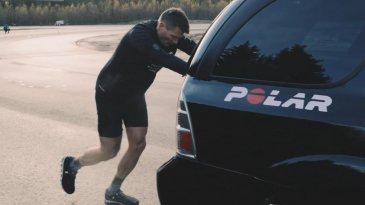 Memang Unik, Pria Ini Catatkan Rekor Dunia Dengan Mendorong Mobil