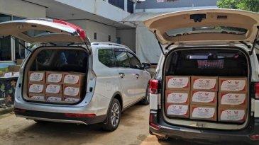 Komunitas Pengguna Mobil Wuling Bagi-Bagi Paket Sembako