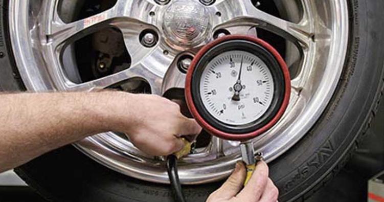 Image result for mengisi tekanan udara pada ban mobil